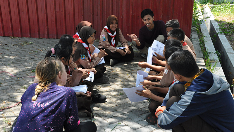 Former YES exchange student from Indonesia teaches a group of young volunteers English