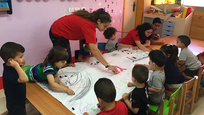 Former foreign exchange student in the USA volunteering at a pre-school in the Arab Communities of Israel