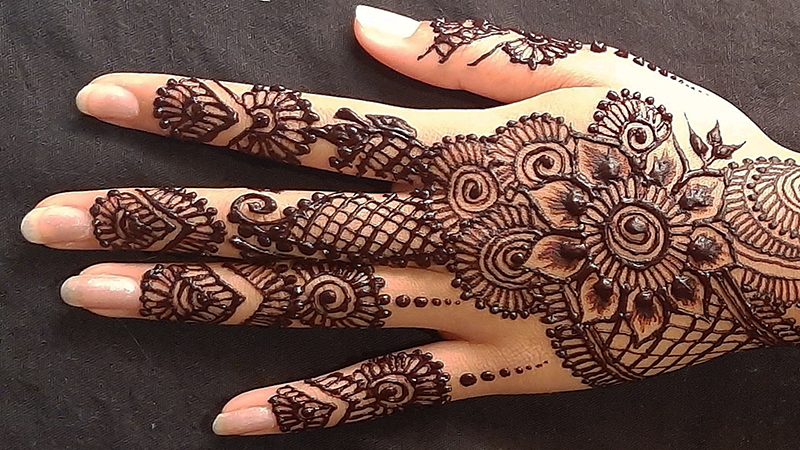 Pakistani girl shows off henna hand