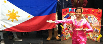 Kennedy Lugar Youth Exchange and Study program participant teaches American classmates about the Philippines